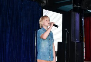Кристиан на сцене Stand Up club на Новом Арбате.