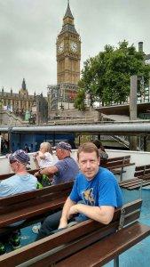 Смутно припоминаю, что в Лондоне было ещё 2 пешеходных экскурсии. Да простит меня Сан Саныч, в силу того, что раньше в Лондоне мы неоднократно были, мы их прогуляли. И вместо этого, после посещения Abbey Road, поехали в Гринвич. Кораблик, на котором удобнее всего доехать, останавливается в 20 минутах ходьбы от гостиницы St.Giles - у Вестминстерсого аббатства. Билет туда/обратно стоит около 16 фунтов.