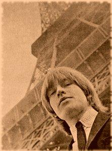 Брайан на фоне Эйфелевой башни. Париж, 1964 год.
