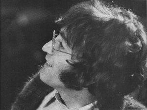 Джоника нашего Леннона с днем рождения, где бы он сейчас ни был!