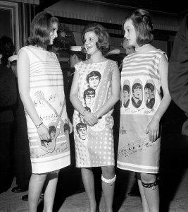 На премьеру были приглашены поклонницы Битлз - Джейн Кэмерон, Розмари Элфинстоун и Филиппа Ван Стераубензеез для демонстрации последних новинок в молодёжной моде.