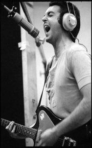 * В работе Пол использует, в числе прочих игструментов, леворукую гитару Gibson Firebird (Left Handed Gibson Firebird VII).