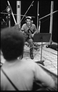 * Опять Пол с гитарой Firebird. А на переднем плане, возможно, Dave Spinozza...