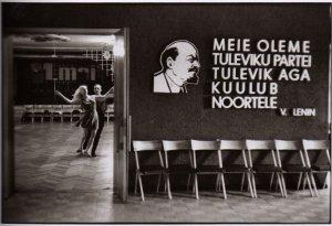 Просто запощу тут фотку 1 Мая. 1972. Таллин.