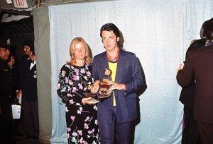 * Кстати, именно тогда Пол и был приглашён на церемонию Grammy (16 марта 1971 г.). На форуме есть целая тема, посвященная этому событию - http://www.beatles.ru/postman/forum_messages.asp?cfrom=1&msg_id=16538&cpage=3&forum_id=0&cmode=1
