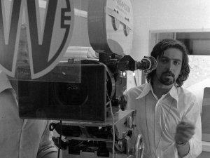 """Тони Ричмонд – главный кинооператор проекта, снявший британский комедийный фильм 1968 года «Only When I Larf», а позднее ещё множество известных кинолент. Особое признание получили его работы с режиссером Николасом Роугом в фильмах """"Don't Look Now"""" (1973), """"The Man Who Fell To Earth"""" (1976) и """"Bad Timing"""" (1980)."""