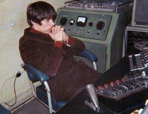 Запись звука обеспечивали Джордж Мартин, Глин Джонс и Алан Парсонс.