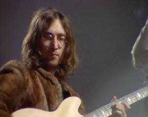 Джон исполнил инструментальную версию соей новой песни