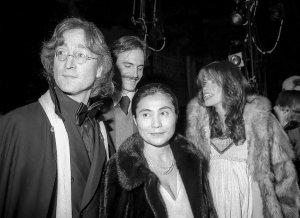 18 января 1977  Нью-Йорк, Minskoff Theater Джон и Йоко с Джеймсом Тейлором и Карли Саймон