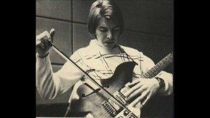А начинал Терье Рипдал в группе Vanguards в 14 лет,а в 15   влюбился в Шедоуз и в Хэнка Марвина.