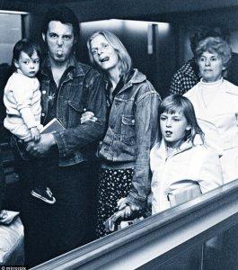 * Кстати, в марте 1971 года приемной дочери Пола Хизер было 8 лет и три месяца, а не 9 лет, как указано в этой заметке  -  http://www.beatles.ru/postman/forum_messages.asp?msg_id=27961&cfrom=1&showtype=0&cpage=7#2941106