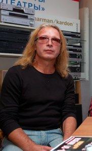 На обложке пластинки ПАНОРАМА—86 на самом деле изображен Игорь Романов (бывший солист и гитарист группы Земляне, в ту пору уже группы Союз, а ныне музыкант группы Алиса)