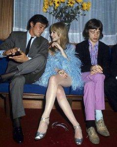 Интересная фотка: Дeлoн, Фeйтфyлл и Джeггep (1967)