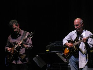 Гитарное соло в этой песне (играет Лэрри Карлтон) считается лучшим в истории Steely Dan .