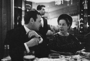 Брайан Эпштейн с Кристиной Фойл на литературном обеде Фойла, 23 апреля 1964 года.