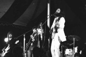 Участник легендарного состава PLASTIC ONO BAND - LIVE PEACE IN TORONTO 1969. Великолепный концерт.