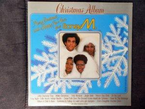 Это Фрэнк видимо решил по второму разу эту тему задвинуть.Был уже у БОНЕЙ рождественский албум. В 1981 году. Причём одна из новинок похоже просто с этой пластинки и сдёрнута.