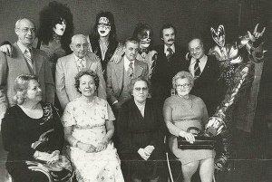 группа Kiss со своими родителями, 1976