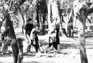 Ринго, Морин, Пол и Джейн прогуливающаяся в Ришикеше, Индия. 23 февраля 1968 г.