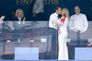 Я бы на месте Макрона не выходя из ВИП-зоны проиграл Президенту Хорватии пару раз. Тем более, имея такую страшную жену. ))