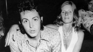16 июля 1972 Пол и Линда Маккартни в Париже