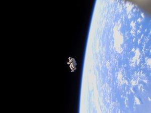 первым космическим туристом был летавший на Союзе в 1991 (?) году телеоператор японской телекомпании TBC!