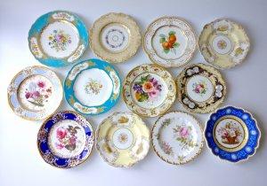 Вот 12 тарелок из которых 2 Франция а 10 Англия все в супер музейном состоянии. Прощу 350 штук все тарелки 1810-40х годов.