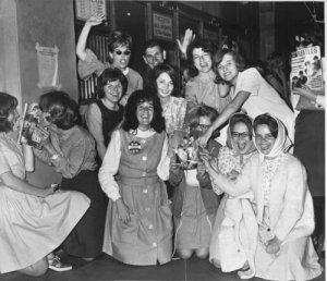 Фаны Битлз Бостона готовятся к встрече  Бостон, Массачусетс 12 сентября 1964