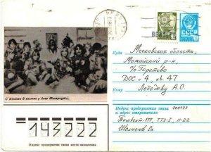 Значит так. Брался за основу обычный фабричный конверт Министерства связи СССР и на него наклеивалась либо картинка, либо фотография. Так, на конверте Джона Леннона картинка вырезана из журнала Ровесник. Другие картинки (черно-белые)- из музыкальных газет. Рамка - рисовалась фломастером. На конверте Сержант даже видна часть типографской картинки на которую поместили черный барабан.Эти вещи подлинные. И если вы живете в Москве, я готов в понедельник по пути с работы (а можете и на работу подъехать к м. Авиамоторная) Мы сфотографируемся с ними и выложим их на сайте. Я даже кровно заинтересован в этом. А фейки и прочие штучки - это для битломана образца 1965 года - ха-ха слишком пошло.
