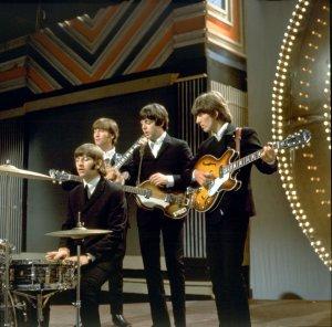 вот то, что я имею в виду (RSGшная стенка, на фоне головы Джорджа) - битлы на эфире 16 июня 1966-го