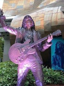 В Сиэтле открыли памятник Крису Корнеллу