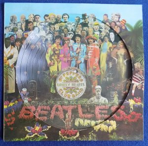 >Это Sgt. Pepper's Lonely Hearts Club Band.  И это радует.