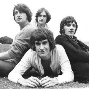 Насколько я знаю, но могу ошибаться, эта фотка The Kinks сделана именно в парке Хэмпстед Хит.