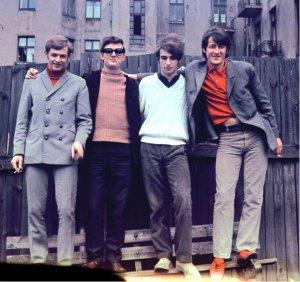 Czerwone Gitary – polski zespół bigbitowy założony w 1965 w Gdańsku Wrzeszczu.