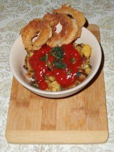 Холестериновая бомба - жареная картошка с луковыми кольцами. Как картошку готовить все знают, так что сразу к кольцам.