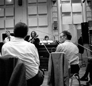 Вот интересный факт – Sergeant Pepper и Белый Альбом заканчиваются песнями, записанными на основе оркестрового звучания. Но как непохоже использование оркестра в том и другом случае. Между Good Night и A Day In The Life целая пропасть. И вряд ли возникла эта пропасть случайно, просто так.