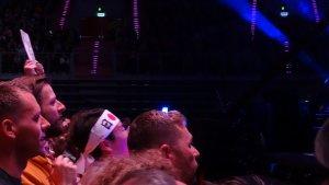 Вот они. На каждый концерт ездят? В Копенгагене они стояли точно на этом же месте. Пол и тогда и сейчас с ними разговаривал.