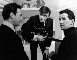 Брайан Эпштейн и Gerry and the Pacemakers на сьёмках программы Thank Your Lucky Stars, специальное предложение Merseybeat на телестудии Альфа, Aston, Бирмингем, 15 декабря 1963 года.