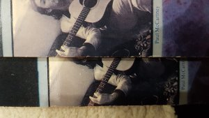 На задней стороне обложки Back to Egg на фото Пола правая рука видна целиком на виниле с матрицами 1-1, в последующих тиражах- обрезана.