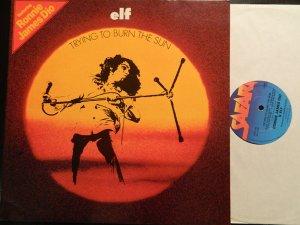 ...продолжу разговор про ELF. Trying To Burn The Sun - их третий альбом. вышел примерно в одном время с первым Rainbow в Америке, потом еще в Японии. но во всем остальном мире вероятно решили не портить малину новому проекту Ричи. первое британское издание запоздало почти на 10 лет: