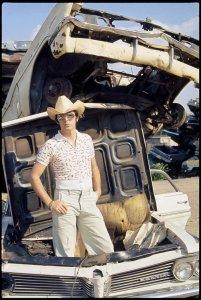 * Пол посетил одну из автомобильных свалок в штате Теннесси.
