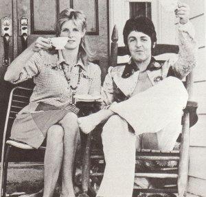 * 17 июля 1974 года супруги Маккартни провели прямо на ферме Кёрли Патмэна большую пресс-конференцию. Вот некоторые моменты того мероприятия.