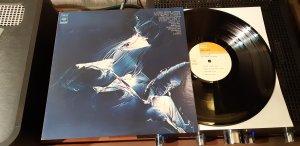 Так вот не заметно от классики джаза переходишь к джаз-року. И так каждый раз. Крутейший диск чисто Английской группы. Был Альбомом Года 1971, от журнала Доун Бит (видимо по джаз-року. Класс! Забой высшей марки.
