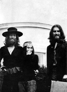 Новость Фотограф Итан Расселл рассказал о последней фотосессии Битлз и работе с Джоном Ленноном
