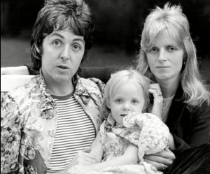* Пол и Линда со своей дочуркой Стеллой.