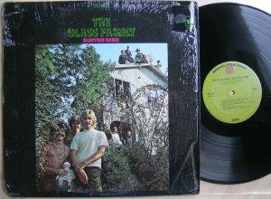 LP The Glass Family– Electric Band (Warner Bros, 1968, US). Пластинка, на мой взгляд, абсолютно не заслуженно обойденная вниманием муз.критиков и виниловых партизанов... Возможно этому способствовала и откровенная измена идеалам 60-х - нарядившись в забавные наряды, отряд выпустилв 76-м пластинку в стиле ...диско! И как после этого можно воспринимать их чумовую софт-психоделию первого альбома? А вообще красивое было время - ЛосАнджелес второй половины 60-хбыл просто наполнен шикарными группами! Успешно поиграв вместе cVanilla Fudge, The Doors, Love на одних площадках, группа быстро получила приглашение от Warner Bros. на запись пластинки. На сколько известно, первая версия пластинки не понравилась руководству компании - показалась слишком обкуренной и грубой. В 68-м, пойдя на встречу пожеланиям трудящихся рок-индустрии, альбом был переписан заново, в более мягкой форме. В таком виде пластинка и увидела свет!