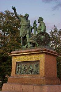 «ГРАЖДАНИНУ МИНИНУ И КНЯЗЮ ПОЖАРСКОМУ БЛАГОДАРНАЯ РОССІЯ. ЛѢТА 1818».