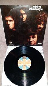 Spirit of John Morgan -S/T (Carnaby,1969,Esp). Ещё один раритет, на этот раз из Британии. Дебютный альбом лондонской группы (всего было два). Музыка с налётом блюза, джаз-рока и психоделии, сфокусирована на мастерской игре на клавишных (орган, клавесин, хонки-пиано) самого Джона Моргана. Очень неплохо по меркам 69-го года. Английский пресс на том же пятаке как-то постоянно и неуловимо ускользал от меня, пришлось взять это экзотичное испанское издание, немного сэкономив на этом денег.) Звучание не разочаровало, так что получилось интересное во всех смыслах прибавление на коллекционную полку.