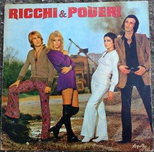 Это знаменитые Ricchi e Poveri до того скандала, во время которого блондинка увела мужа у брюнетки, после чего группа распалась...на время.