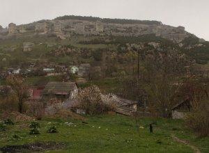 Внуки второй год собираются в конце апреля в бахчисарайский туристский лагерь, скалолазать. Потом по окрестностям походят. Если подскажете варианты посещения там рядом с Б. пещерных городов и т.п., буду благодарен